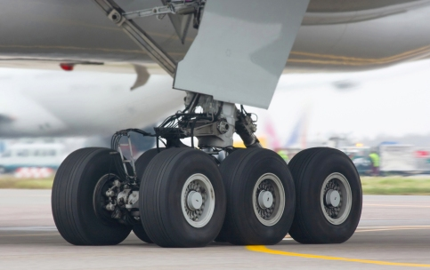 Boeing-777-300_chassis