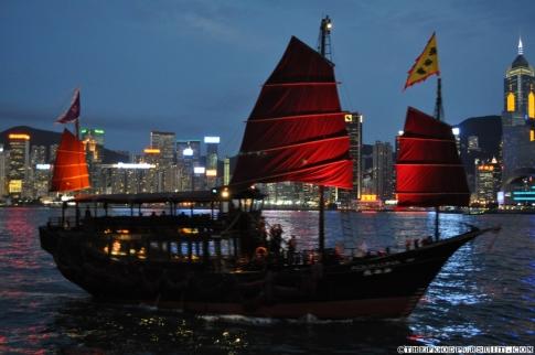 tsim-sha-tsui-avenue-of-stars-victoria-harbour-boat