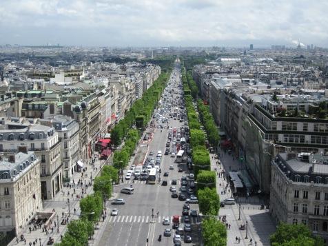 Champs-Élysées_from_the_Arc_de_Triomphe