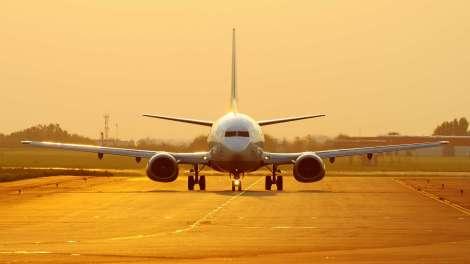 landing-airplane-aircraft-hd-wallpaper-1920x1080-24352-download-yoyo